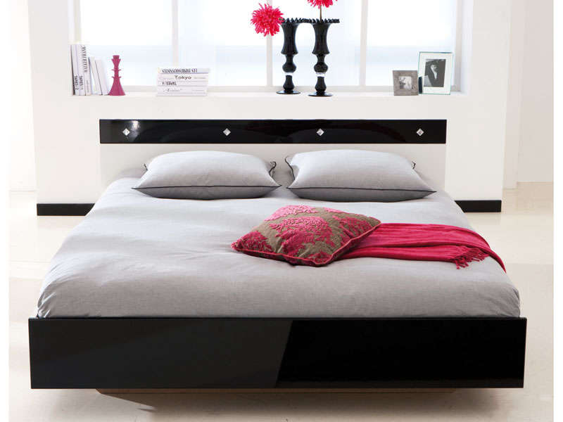 lit 2 personnes 140 x 190 cm strass coloris blanc noir. Black Bedroom Furniture Sets. Home Design Ideas